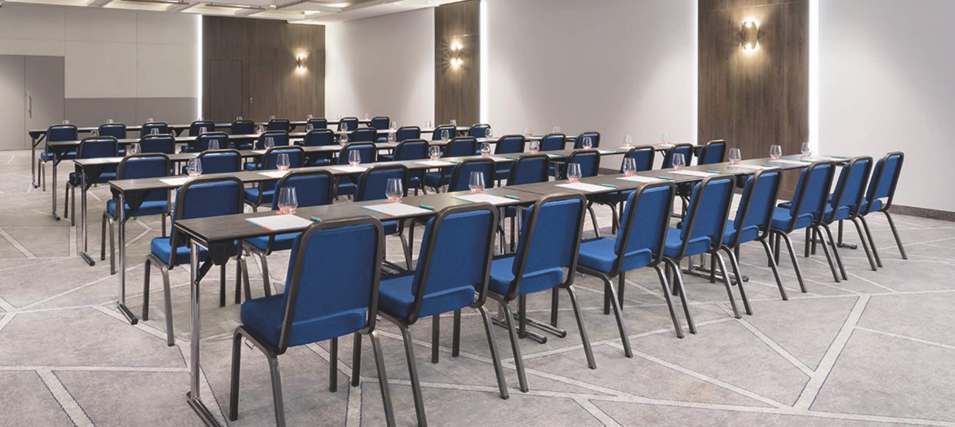 Turini Conference Chair, System C Conference table in a Conference 2 3036x1358